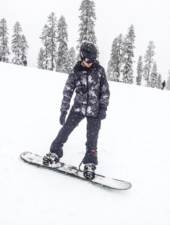 Brandon+Garnsey+%2817%29+snowboards+down+the+Tahoe+mountains.